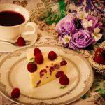 Tort cu ciocolată albă și zmeură