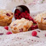 Muffins cu ciocolata alba si zmeura
