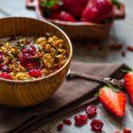 Granola cu fructe roșii