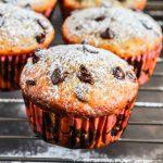 Muffins cu banane si picături de ciocolată de post