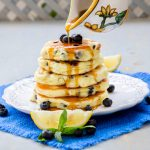 Pancakes cu lamaie si afine (fara gluten)