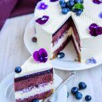 Tort cu violete si afine