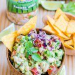 Salata de fasole cu sos de avocado