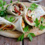Lipii umplute cu hummus si legume coapte