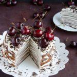 Tort de clatite cu ciocolata si cirese