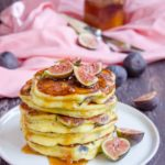 Pancakes cu ricotta si smochine